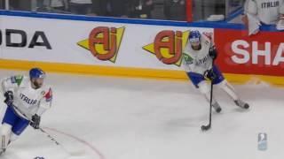 Хоккеист сборной Италии забил гол в свои ворота  Чемпионат мира по хоккею 2017