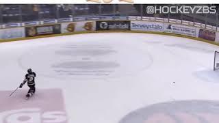 Вратарь забивает супер гол!!! Забил гол со своих ворот!!! Хоккей!!!