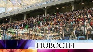 В Екатеринбурге и Нижнем Новгороде прошли первые тестовые футбольные матчи на новых стадионах.